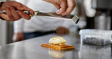 Sæt merværdi på menuen med hjemmekærnet smør