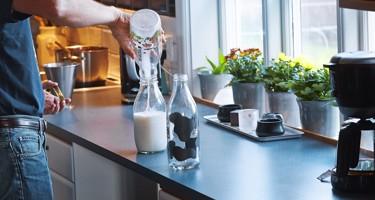 Hvad består mælk af?