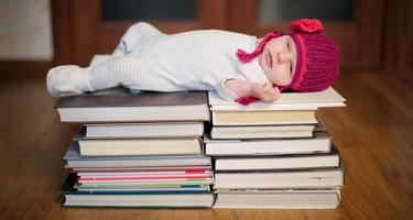 Guide til højtlæsning: Her er bøgerne der hjælper dit barn med at falde i søvn