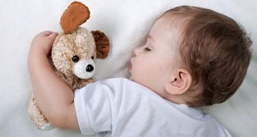Hvor meget skal børn sove? Nyfødte, din baby og din tumling