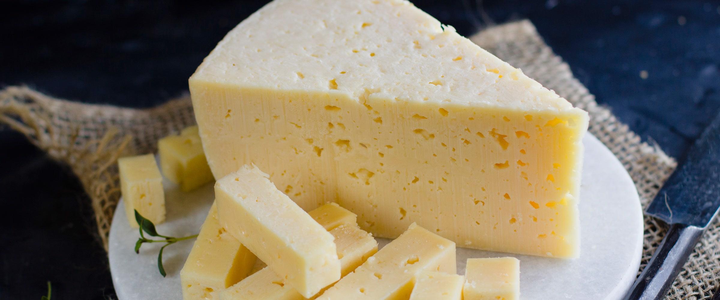 Hvorfor er der huller i ost?