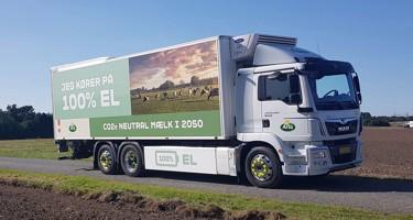 Danmarks første, store el-lastbil skal nu levere mælk i København
