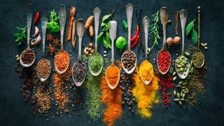 kryddor på sked.jpg