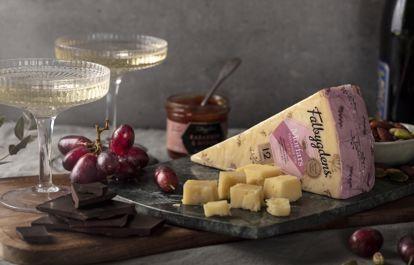 Säg hej till Morfars ost med pärlande vin