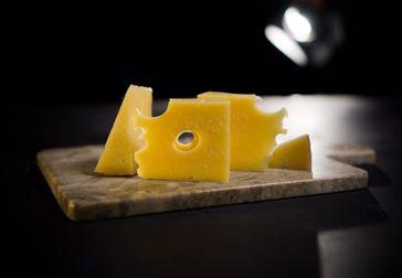 Varför är det hål i min ost?